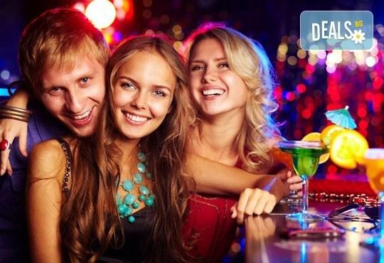 За Студентския празник в семеен хотел Rahoff 3*, Банско! 2 или 3 нощувки със закуски и гала вечеря за празника, от ТА Ревери! - Снимка 1