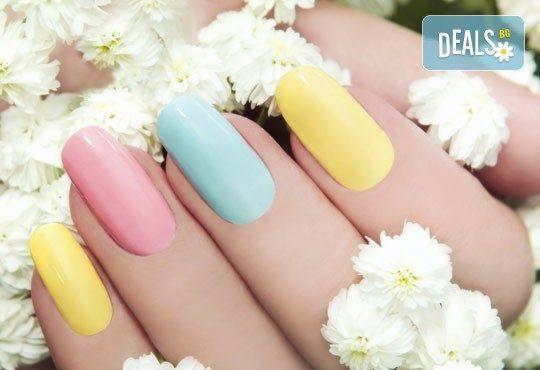 Подарете на ръцете си красота и цвят с класически маникюр с CND Creative play или S.N.B. и 2 декорации по избор в салон RalNails! - Снимка 1