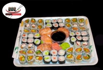 Екзотика! 60 суши хапкис пушена сьомга, филаделфия, бяла херинга, свежа салата, сурими раци и хайвер, възможност за доставка от Sushi Market! - Снимка
