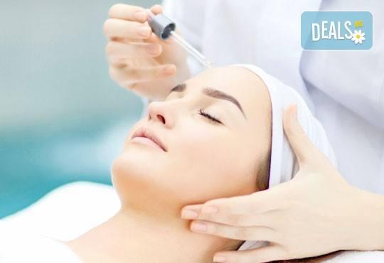 Ултразвуково или ръчно почистване на лице, хидратираща терапия и ампула с продуктите на професионалната козметика GIGI в салон Donna Doro! - Снимка 1