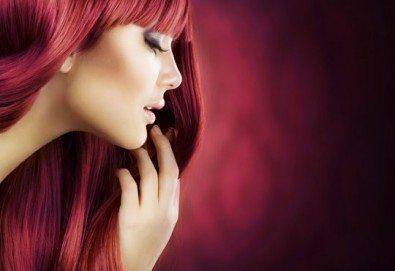 Освежете цвета на косата! Боядисване с боя на клиента и оформяне със сешоар в салон Мелинда! - Снимка