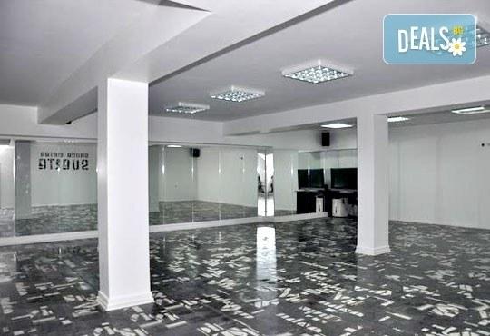 Заредете тялото си с енергия и се раздвижете с 6 тренировки по зумба в Dance Center Suerte, Варна! - Снимка 4