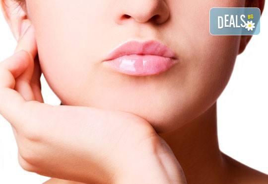 Дълготрайна и безболезнена IPL фотоепилация на горна устна или брадичка по избор в салон за красота Елинор! - Снимка 1
