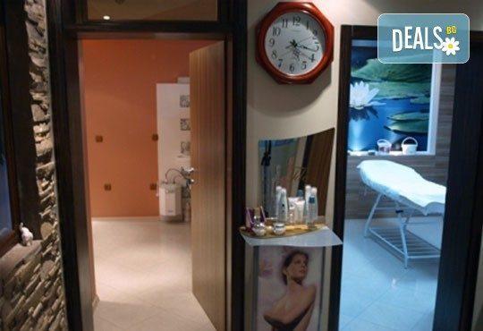 Трифазна антицелулитна процедура чрез ултразвукова кавитация, вакуумен масаж и Lipoglaucin ТМ на корем, бедра, ханш и паласки в дермакозметични центрове Енигма! - Снимка 6