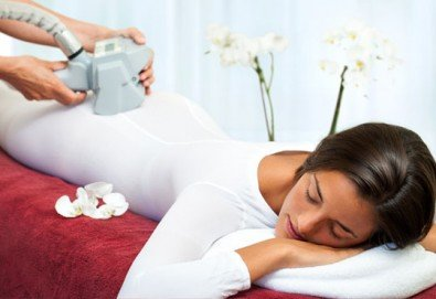 Трифазна антицелулитна процедура чрез ултразвукова кавитация, вакуумен масаж и Lipoglaucin ТМ на корем, бедра, ханш и паласки в дермакозметични центрове Енигма! - Снимка