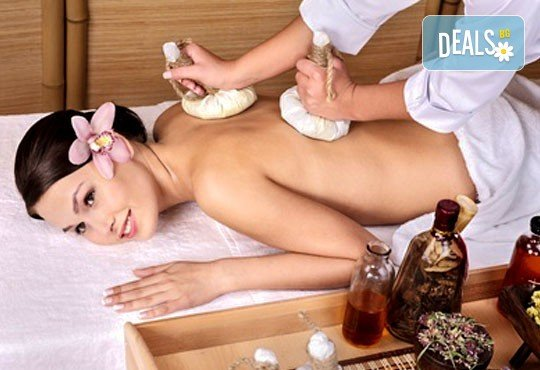 Тайландски стреч масаж с топли билкови торбички и натурални етерични масла, рефлексотерапия на стъпала и длани и релаксиращ масаж с вендузи в Лаура Стайл! - Снимка 1