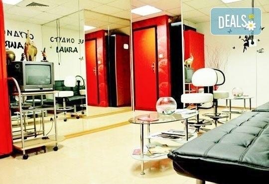 Релаксиращ, тонизиращ или лечебен шведски масаж, рефлексотерапия на стъпала и длани и стреч масаж в салон Лаура стайл! - Снимка 7