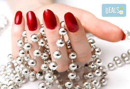 Маникюр или педикюр с нови колекции гел лакове Gelosophy на Astonishing nails 2016 масажна терапия Шоколад от Дерматокозметични центрове Енигма - Снимка 1