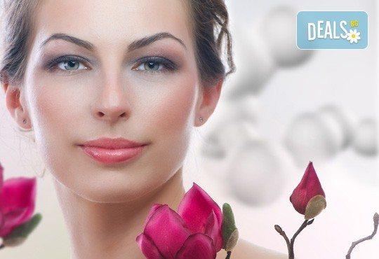 Интензивна платинена регенерация на лице, шия и деколте, плюс дълбоко ултразвуково почистване Ultrasonic ION + LED в център Енигма! - Снимка 1