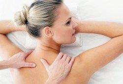 Болкоуспокояващ масаж на гръб и консултация с физиотерапевт в център Physio Point