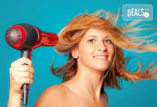 Боядисване на коса с боя на клиента, измиване с шампоан с продукти на L'Oréal, маска с продукти на L'Oréal и прическа със сешоар от Ивани Стил! - Снимка 3