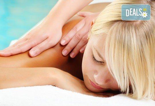 Релаксирайте! Oтпускащ масаж на гръб или цяло тяло с ароматно масло с иланг-иланг, лавандула и розмарин в студио Giro! - Снимка 3