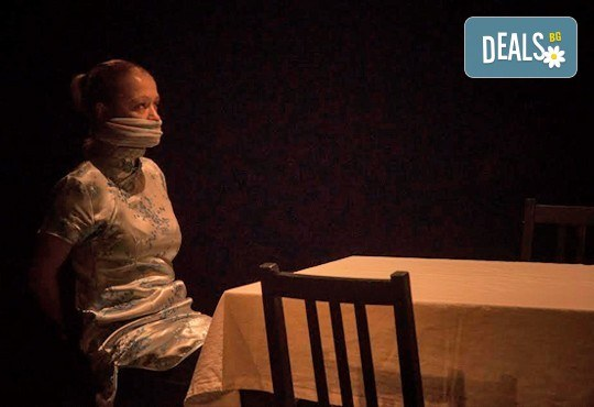 """Вечер на елегантния хумор! Гледайте новият спектакъл в Театър """"Възраждане"""" - ИЗВЪН ЗЕМНО на 04.10, вторник, от 19ч, билет за един! - Снимка 7"""