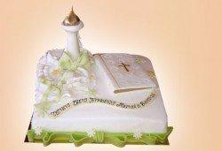 Красива тортa за Кръщенe - с надпис Честито свето кръщене, кръстче, Библия и свещ от Сладкарница Джорджо Джани - Снимка