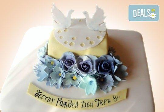 Празнична торта Честито кумство с пъстри цветя, дизайн сърце или златни орнаменти от Сладкарница Джорджо Джани - Снимка 17