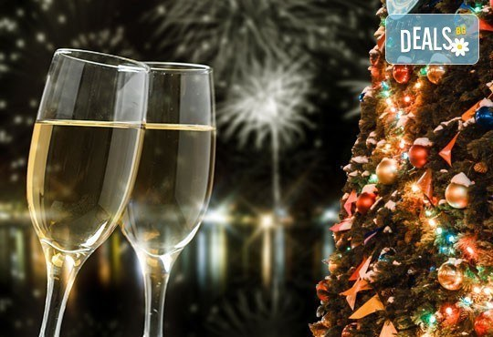 Нова година 2017 в Паралия Катерини, Гърция, със Запрянов Травел! 2 нощувки със закуски в хотел Korali 3*, празнична вечеря и възможност за транспoрт - Снимка 2