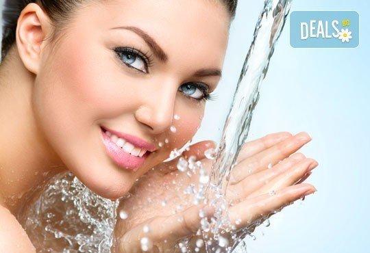 Грижа за сухата и жадна кожа с дълбоко хидратираща терапия за лице в салон за красота Ванеси! - Снимка 1