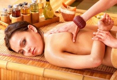 Екзотична релаксираща терапия! 60 или 70-минутен комбиниран абхаянга и широ абхаянга масаж на гръб, точков масаж на глава и лице, студио Beauty! - Снимка