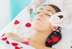 Почистваща терапия за лице за свежа, блестяща и чиста кожа, заредена с енергия и живот в салон за красота Ванеси! - Снимка