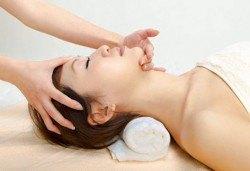 Поддържайте редовно кожата си! Масаж на лице, шия, деколте и терапия перфектна кожа в салон за красота Ванеси! - Снимка