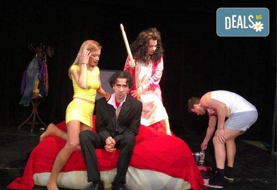 Нова и безумно смешна комедия в Театър Сълза и Смях! Среднощна история, на 11.10. от 19ч, камерна сцена, билет за един - Снимка 3