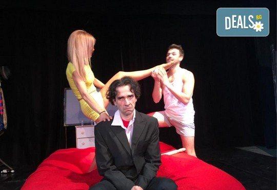 Нова и безумно смешна комедия в Театър Сълза и Смях! Среднощна история, на 11.10. от 19ч, камерна сцена, билет за един - Снимка 4