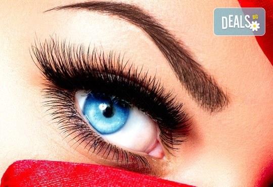 Копринени мигли по метода косъм по косъм Magic Lashes Long Lasting System и професионален грим по избор от Икас Арт Студио! - Снимка 1