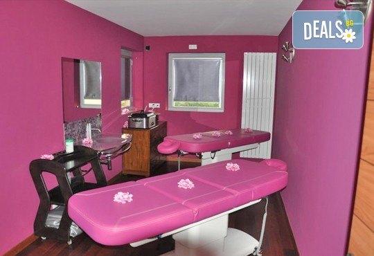 Класически, арома или релаксиращ масаж с жасмин, лайка, алое или макадамия в СПА център Pro Therapy! - Снимка 5