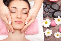 Масаж на лице и шия плюс терапия