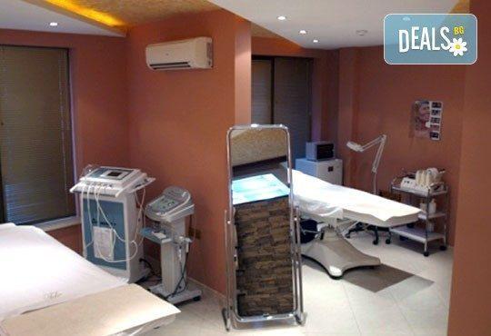 Дълбоко почистване на лице в 10 стъпки, точков масаж Zensei, лимфен дренаж и маска от Дерматокозметични центрове Енигма - Снимка 7