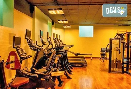 Класически масаж и ползване на СПА зона в новия Фитнес и спа център Platinum Health Club в центъра на София - Снимка 10