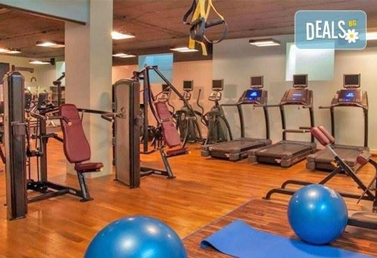 Класически масаж и ползване на СПА зона в новия Фитнес и спа център Platinum Health Club в центъра на София - Снимка 11