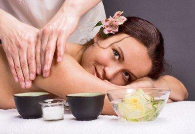 Класически масаж и ползване на СПА зона в новия Фитнес и спа център Platinum Health Club в центъра на София - Снимка