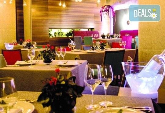 Нова година 2017 в Солун с Дари Травел! 3 нощувки със закуски и 2 вечери в Les Lazaristes Domotel 5*, транспорт и панорамeн тур на Солун - Снимка 6