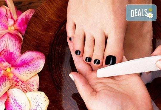 Професионална процедура за нокти - медицински педикюр в цвят по избор в салон за красота First Lady! - Снимка 1