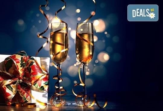 Нова година в Park Hotel 5*, Нови Сад, Сърбия! 3 нощувки със закуски и празнична вечеря, транспорт и ползване на басейн и сауна! - Снимка 2