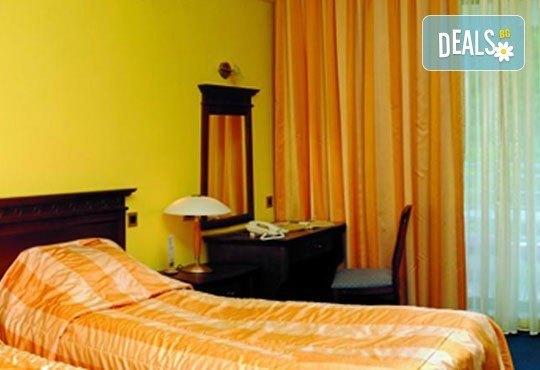 Нова Година 2017 в Охрид, с Вени травел! 3 нощувки със закуски и 2 вечери в хотел Granit 4*, транспорт и Новогодишна гала вечеря! - Снимка 3