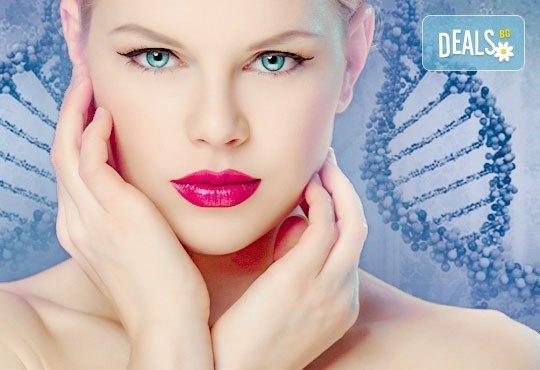 Терапия против бръчки с хиалуронова киселинаи колаген и масаж на лице, шия и деколте в студио Про Фешанъл! - Снимка 1