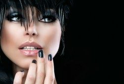 Маникюр с гел лак SNB, безплатно сваляне на стар гел лак, масажно измиване и прическа с маша или преса по избор в Ивелина студио! - Снимка