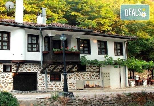 Екскурзия до Мелник, Рупите и Солун през октомври! 2 дни, 1 нощувка със закуска в Сандански и транспорт от Дари Травел! - Снимка 2
