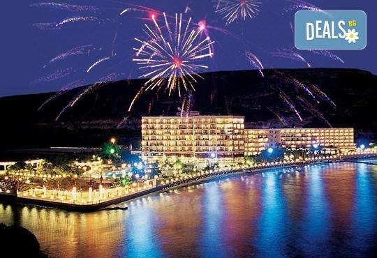 Посрещнете Нова година 2017 в Tusan Beach Resort 5*, Кушадасъ! 4 нощувки на база All Inclusive, Новогодишна вечеря, възможност за транспорт! - Снимка 1