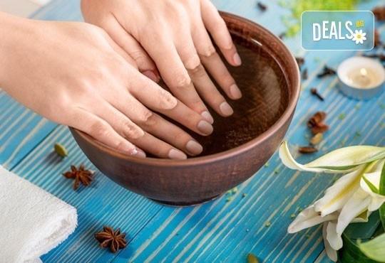 Поглезете ръцете си с луксозен СПА маникюр и ароматна терапия с продукти и лакове на OPI в Incanto Dream 2! - Снимка 2