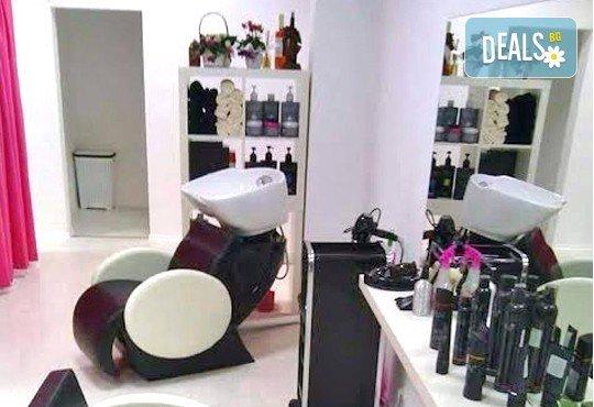 Изграждане на ноктопластика или поддръжка във форма по желание с удължители, класически маникюр в цвят по избор, 3D декорации и масаж от Revue Beauty Center - Снимка 7