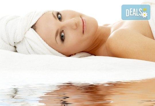Мечатете за млада и здрава кожа? Имайте я с козметичен, хидратиращ или анти ейдж масаж на лице, шия и деколте с козметика на Dermacode в Ивелина студио! - Снимка 1
