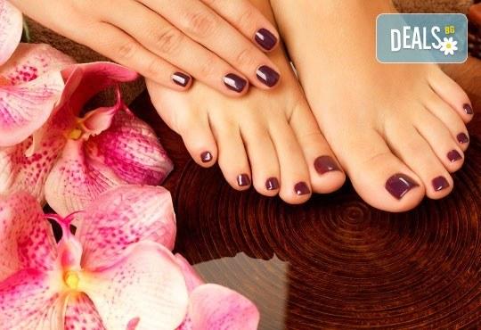Разкрасете ноктите си с изящен маникюр и СПА педикюр с Shellaс в Белеца Каза Италиана! - Снимка 2