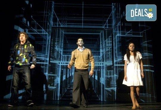 Гледайте великолепния мюзикъл Скачай! с Калин Пачеръзки, Мартин Гяуров и Джулия Бочева, в Театър ''София'', 11.11, от 19 ч, билет за един - Снимка 5