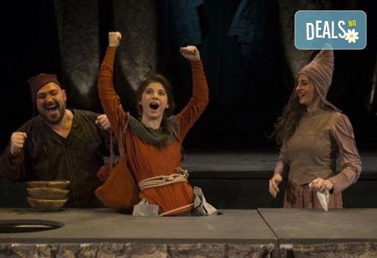 Гледайте ''Роня, дъщерята на разбойника'', от Астрид Линдгрен, в Театър ''София'' на 19.11. от 11ч. - билет за двама! - Снимка 1