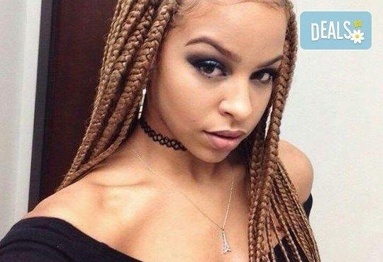 Нова, екзотична и различна! Афроплитки със синтетична косa с избран цвят от клиента, в салон Професионален усет! - Снимка 1