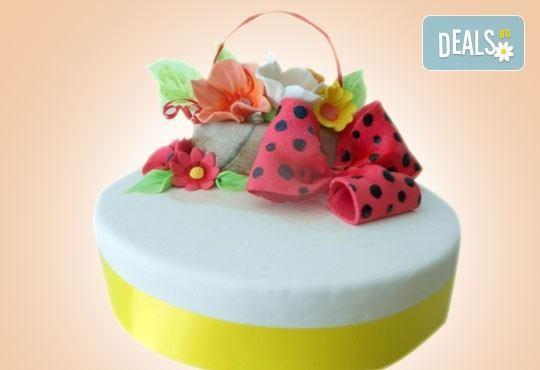 Празнична торта Честито кумство с пъстри цветя, дизайн сърце или златни орнаменти от Сладкарница Джорджо Джани - Снимка 19