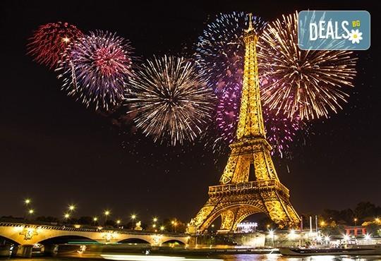 Нова година в Париж! 3 нощувки със закуски, самолетен билет, трансфери, автобусна обиколка на града и водач през цялото пътуване! - Снимка 1